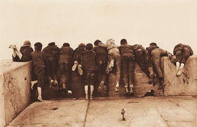 "© Foto de Frank Meadow Sutcliffe. ""Excitement"". Inglaterra, 1889."