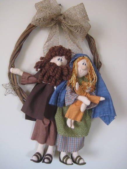 Linda guirlanda da sagrada família, diferenciada, feita com amor e carinho pra deixar sua casa mais linda a espera do natal.