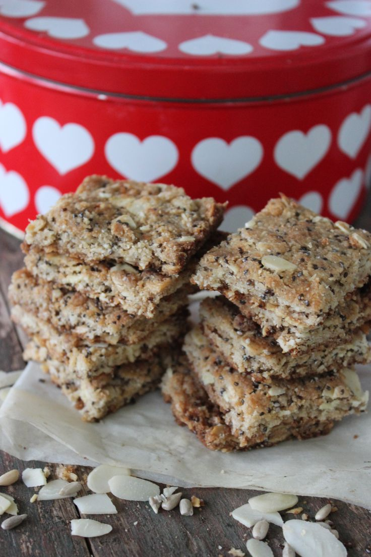 """My Mom recently baked a batch of conventional crunchies, but she swopped the sugar with xylitol and the flour with almond flour… """"Well done Mom!"""" She is getting the hang of being …"""