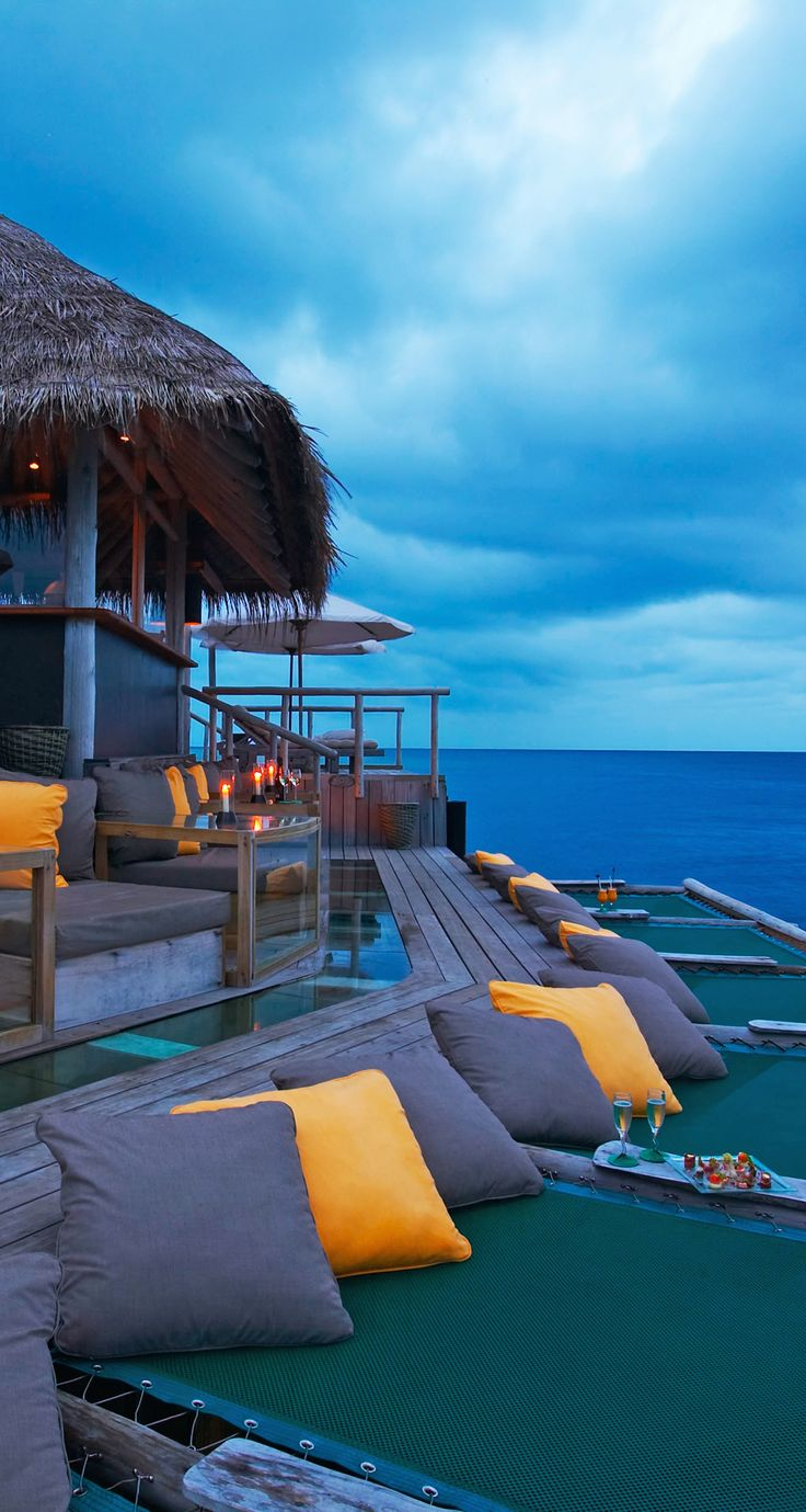 """This Maldivian retreat has a """"no news, no shoes"""" policy. New Hotel Project Designs"""