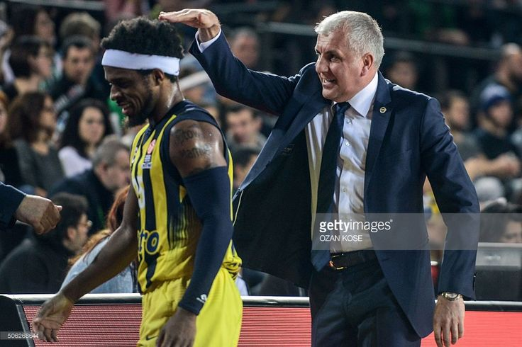 Fenerbahce's Serbian head coach Zelimir Obradovic (R) gestures to his player US guard Bobby Dixon during the Euroleague basketball match between Darussafaka Dogus Istanbul and Fenerbahce Ulker at Volkswagen arena in Istanbul on January 22, 2016. / AFP / OZAN