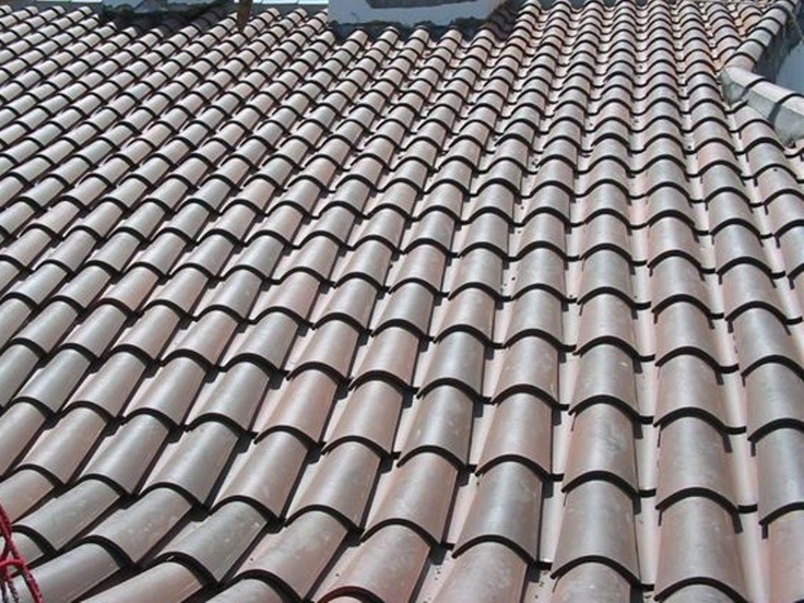 Fosca curved roof tile by Tejas Borja