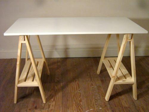 Escritorio con caballetes mesa sobre caballetes nu ez for Como reciclar un escritorio de madera