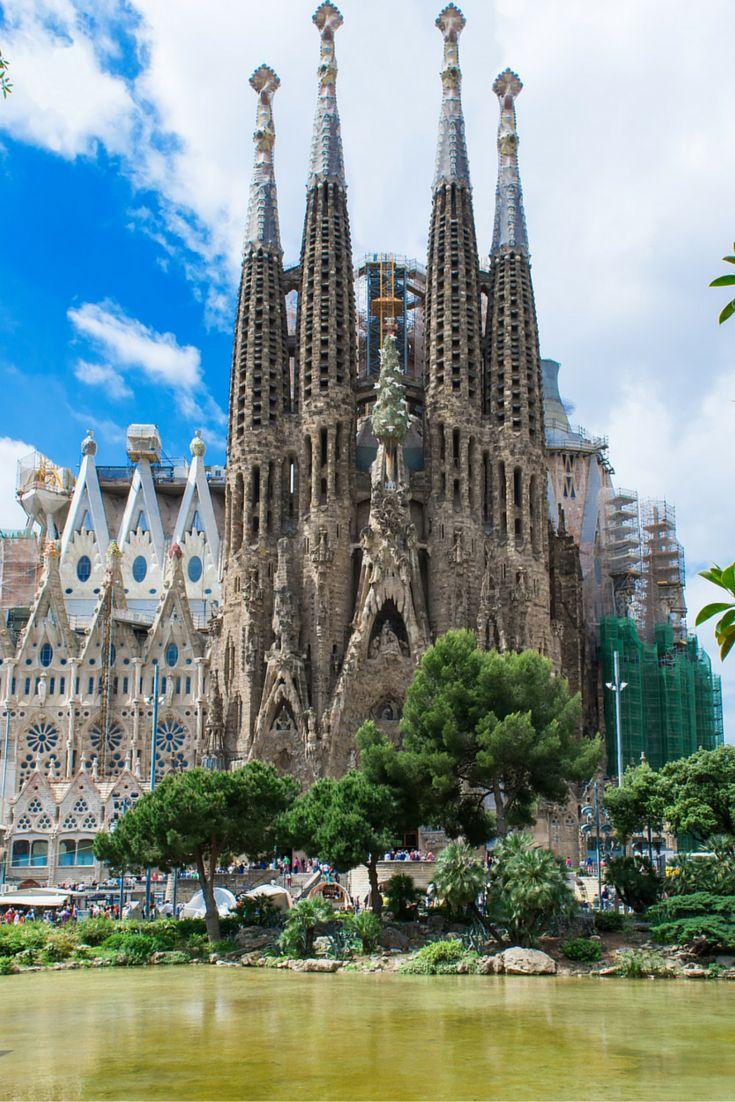 Ben jij klaar voor een heerlijke citytrip? Jij kunt lekker naar Barcelona! Deze stad is altijd super bruisend! Met de vele bezienswaardigheden, mega veel winkels waar jij lekker kunt shoppen en natuurlijk volop leuke restaurantjes en terrassen ga jij je hier nooit vervelen! Ook het nachtleven van Barcelona is zeker niet verkeerd, dus ben jij er klaar voor? Trommel dan gauw je beste vriend(in) op en pak je koffer! https://ticketspy.nl/city-trips/lekker-naar-barcelona-3-dagen-citytrip-va-e129/