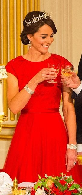 Catherine of Cambridge in Jenny Packham dress, and all the crown jewels for the China State Banquet.