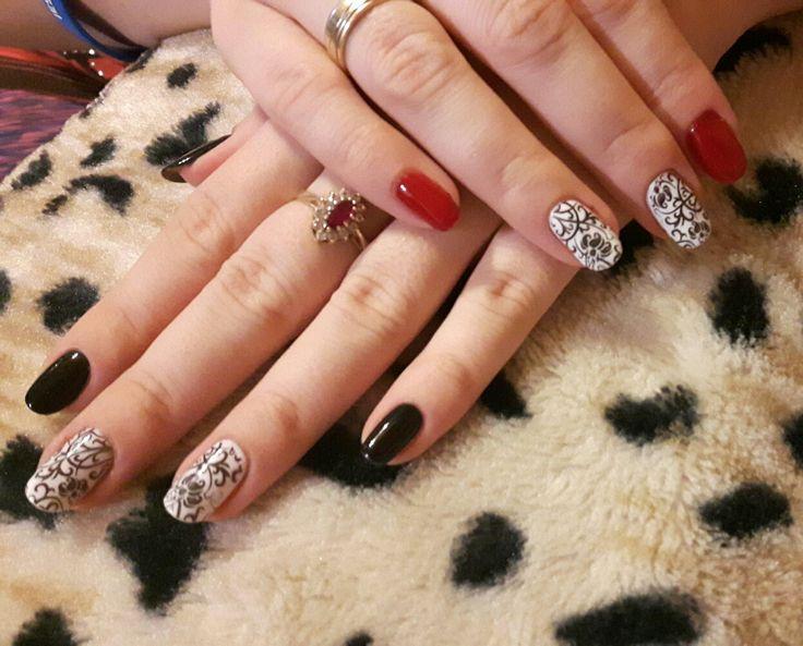 Semilac: deep red, diamond black, strong white