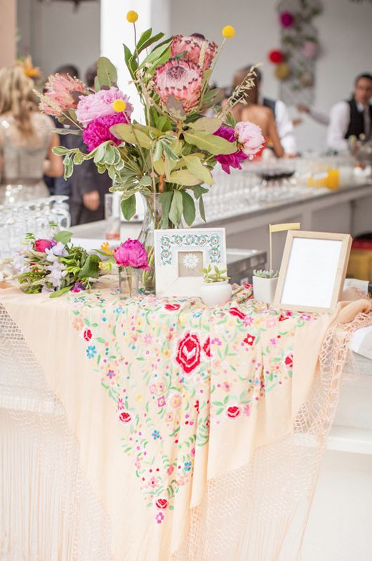 Gorgeous and different setting entrance table setting!