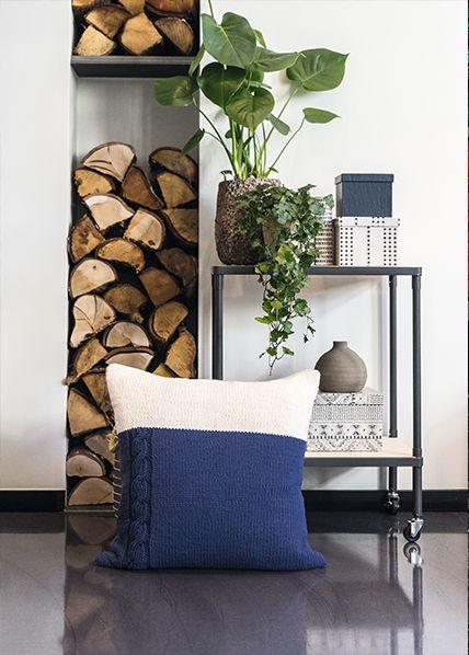 BLÅ-HVIT SOMMER | free pattern | knitted pillow | knitted interior | knitting pattern
