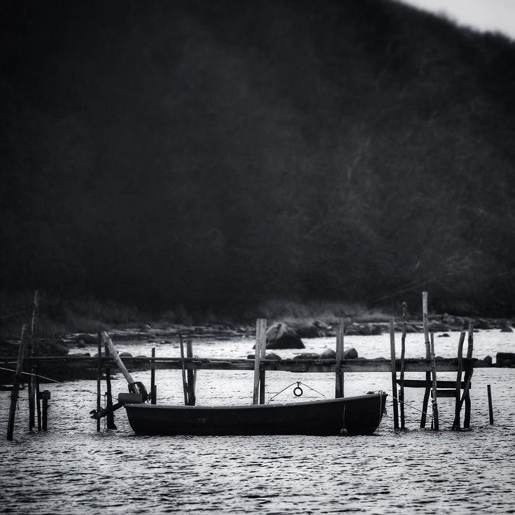 Jolle ved Helnæs Strand #visitfyn #fyn #nature #visitdenmark #tv2vejret #natur #denmark #danmark #dänemark #landscape #nofilter #assens #mitassens #danishnature #vildmedfyn #fynerfin #assensnatur #vielskernaturen #visitassens #instapic  #picoftheday #january #canon #natgeo #sky #winter #january #coast  #welovedenmark #travelpics #travelgram