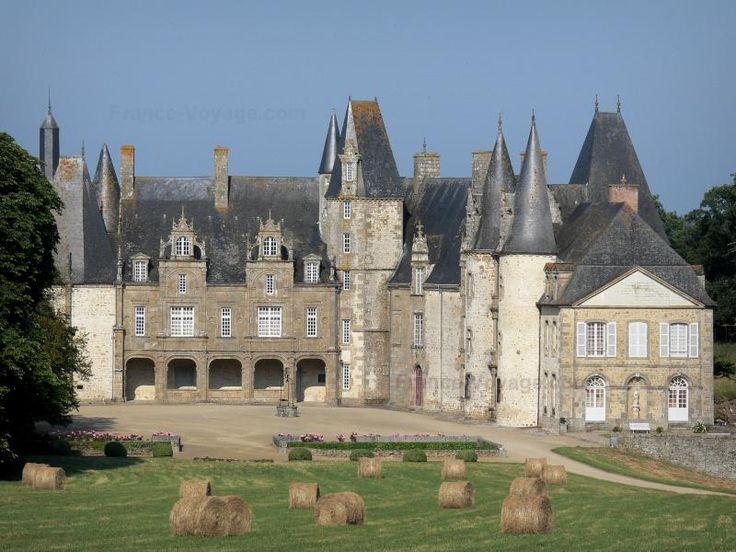 Le château du Rocher - Guide tourisme, vacances & week-end en Mayenne -Situé sur la commune de Mézangers, dans les Coëvrons, en Mayenne, au coeur d'un parc à l'anglaise, le château du Rocher, classé Monument Historique, est un élégant édifice de granit des XIIIe, XIVe, XVe et XVIe siècles, dont la silhouette romantique se reflète dans les eaux d'un paisible étang. Autrefois propriété de grandes familles du Maine et de Bretagne, le château du Rocher, hérissé de tours aux toits pointus…