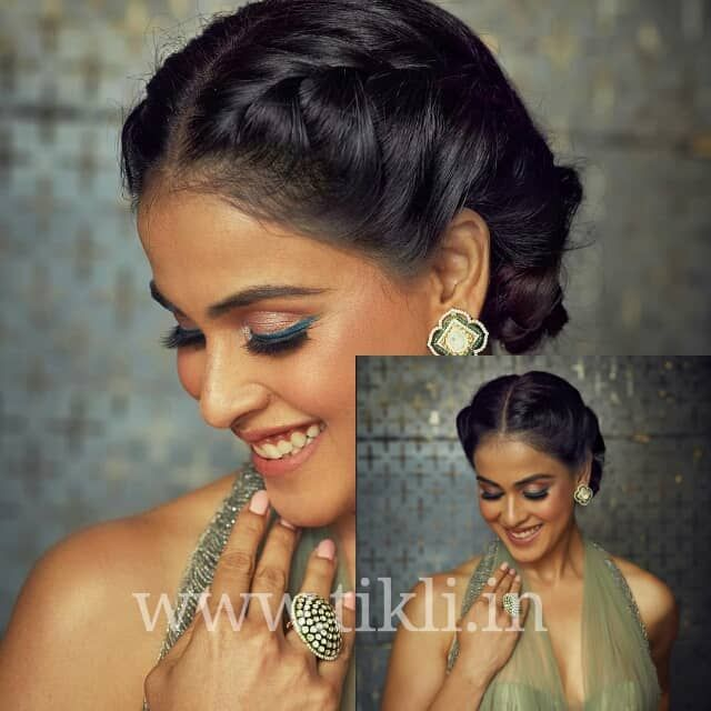 21 Stylish And Beautiful Indian Hairstyle For Saree Indian Hairstyles Indian Hairstyles For Saree Chic Hairstyles