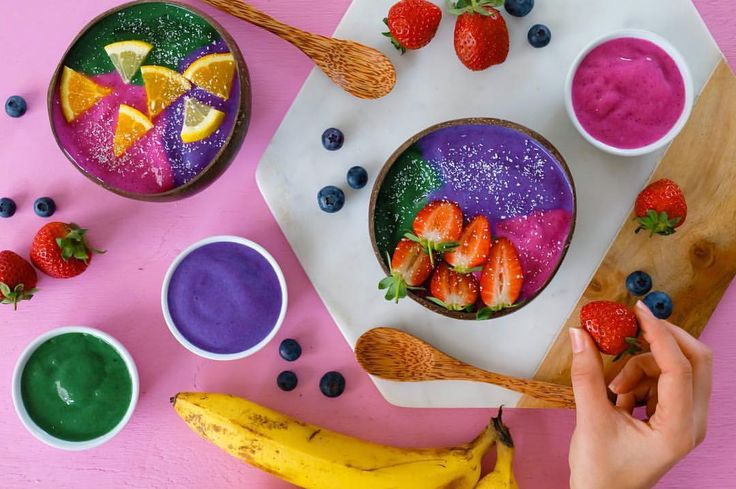 "926 Likes, 21 Comments - Smoothie Bowls (@supersmoothiebowl) on Instagram: ""Just bringing a little bit of brightness to your day with a few rainbow bowls I created 🌈💖🌈💖 What…"""
