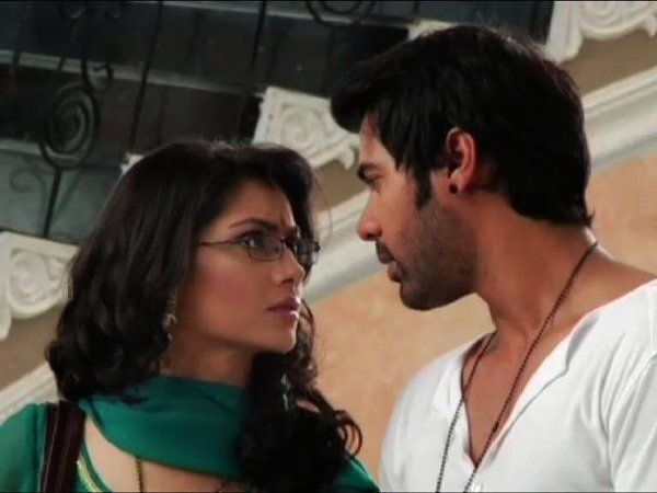 The upcoming episode will show Abhi's accident during Pragya's rescue. While searching Pragya, Abhi's car bumps with a tree and he gets injured.