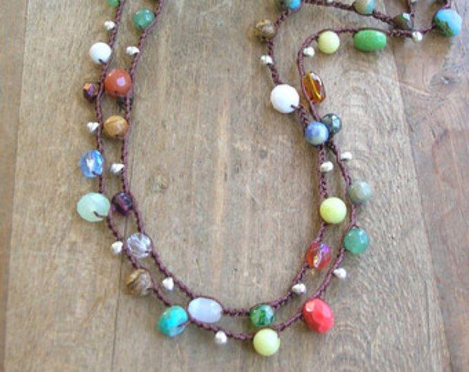 Monili di Boho, lungo boho collana Gypsy hippie bohemien bracciale, collana crochet colorato, hippie chic, perle di vetro Ceca, pietre preziose