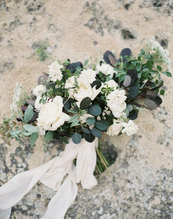 Outdoor elopement at Smith Rock by Amanda Lenhardt Photography | Wedding Sparrow