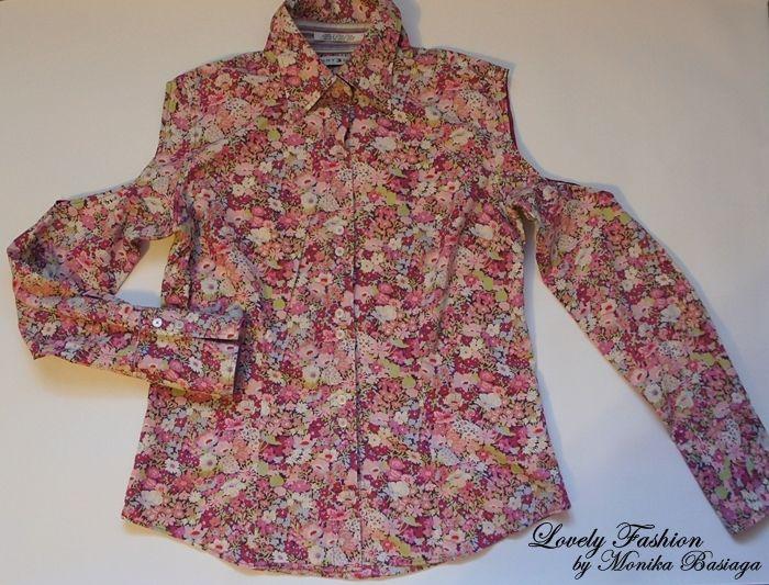 Kwiecista koszula z odkrytymi ramionami. / Floral open arm shirt.