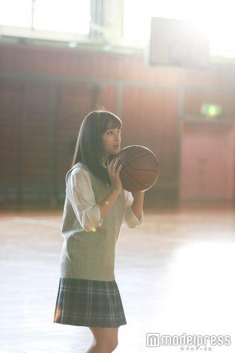 広瀬すずが特技で魅せる 鮮やかなバスケのシュートに歓声と拍手 - モデルプレス
