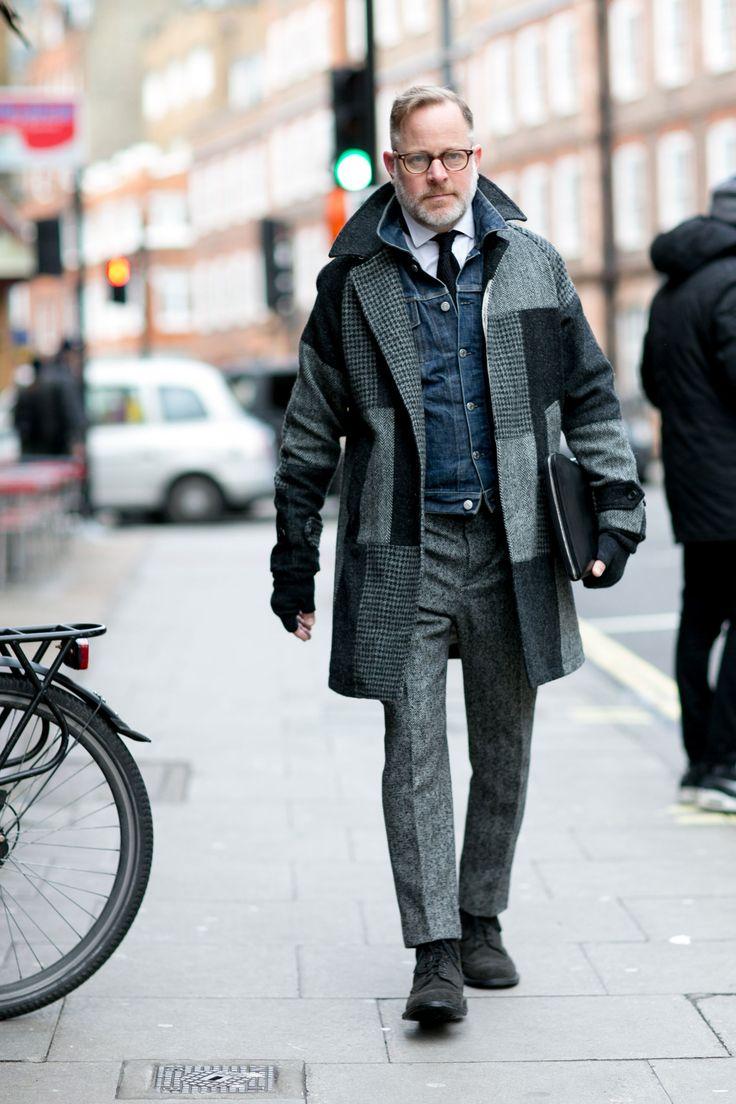 2016-02-22のファッションスナップ。着用アイテム・キーワードは40代~, ウールパンツ, コート, シャツ, ドレスシューズ, ネクタイ, メガネ, 白シャツ, Gジャン・デニムジャケット,etc. 理想の着こなし・コーディネートがきっとここに。| No:139143