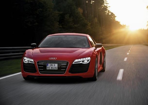 Hier l'Audi A2 prenait congé, aujourd'hui l'Audi R8 e-tron refait surface. On l'accueille avec joie!