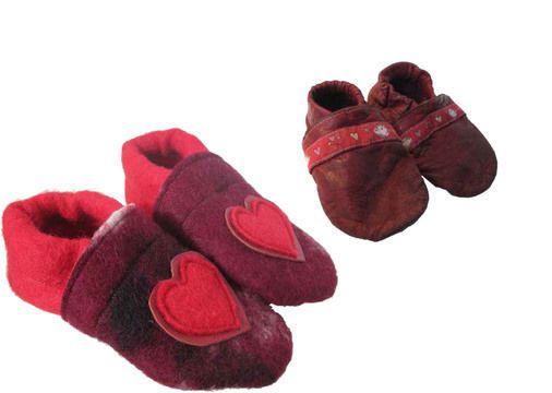 Mit diesem Schnittmuster kannst du für dein Kind praktische, kleine Lederpuschen selber nähen und ganz individuell verzieren.