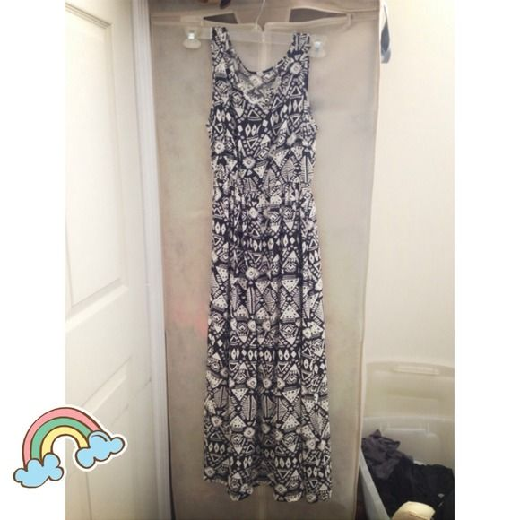 🔥cut price🔥 Black & white maxi tribal dress Bought it while I was on vacation! Brand new. Only tried on. Size fits most! Dresses