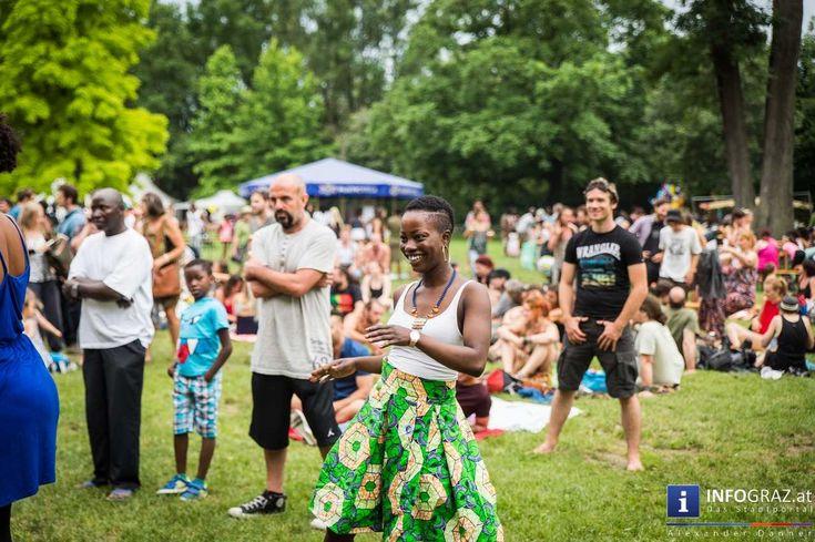 Bilder vom CHIALA Afrika Festival 2016 im Augartenpark Graz  Das Grazer #CHIALA #Afrika #Festival zählt seit langem schon zu einem der großen Fixpunkte des Stadtfeste-Kalenders. Zur 13. Ausgabe des dreitägigen Open-Air-Festivals kamen dieses Wochenende wieder Tausende in den Augartenpark um afrikanische Kunst und Kultur zu erleben und dabei die vielfältige Gesellschaft gemeinsam zu feiern.  #CHIALAAfrikaFestival #AugartenparkGraz #OpenAirFestival #Augartenpark #afrikanischeKunstundKultur