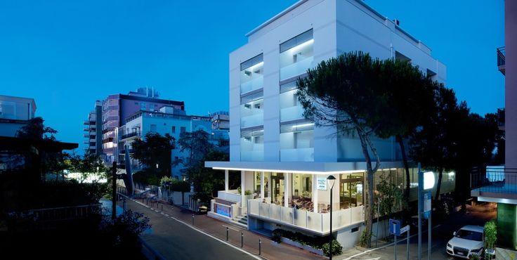 Il mare a due passi, l'accoglienza ed il calore della Famiglia Magnani, ottima cucina e professionalità: benvenuto al Baltic Hotel 3 stelle a Rimini Marina Centro!