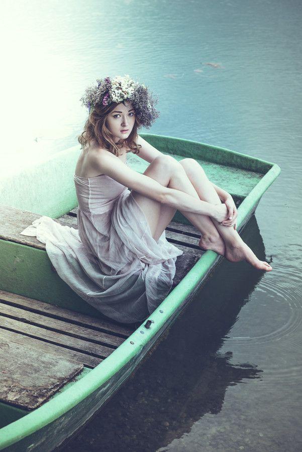 Fairytale fashion fantasy / karen cox. ♔ flowers in her hair
