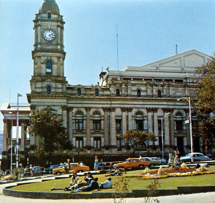 Part of Swanston Street's City Square below, facing Melbourne Town Hall in 1967 Melbourne history in colour - - SkyscraperCity