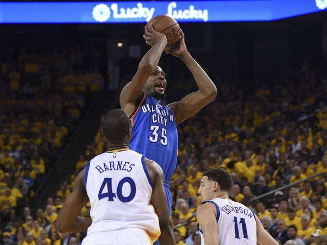 Thunder come from behind, stun Warriors in Game 1