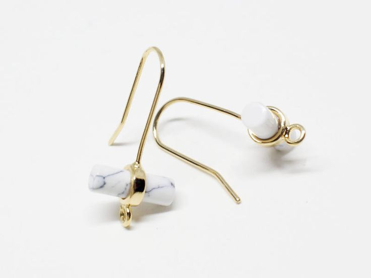 ▶Discription◀  Cylinder Glass Earring Hook  ▶Detail◀  -Bass Metal:Brass  -Plating:Anti-Tarnished  Gold Plating Over Brass +Howlite  -Size:11X16mm  -Content: 2pcs/pack   ★To see all the colors of this item please search the first 5digits of items code(eg.C0004)  ★If you have any inquiries about our items,please do not hesitate to convo me.