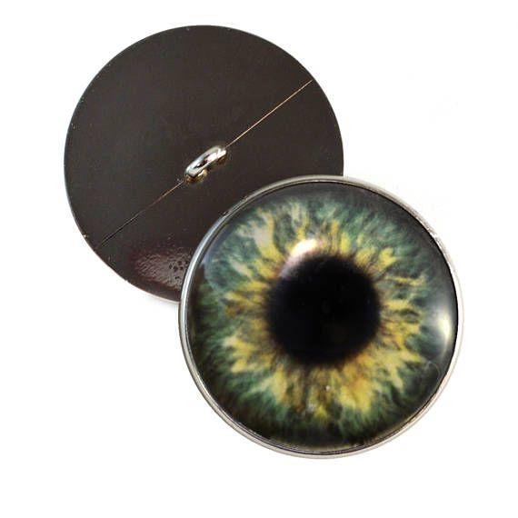 Dies ist ein paar große, 30 mm nähen auf Olive Waldgrün menschlichen Augen. Diese handgefertigten Augen hinzufügen Tiefe und Leben Ihre ausgestopften Tieren Kreationen. Diese Nähen in Fantasie inspiriert Glasaugen greifen Zuschauer mit ihrem fein detaillierte Iris-Design. Diese Augen sind perfekt geeignet für weiche Skulptur Puppen machen. Diese Augen enthalten detaillierte, menschliches Auge Entwürfe. Diese Glas-Augen sind Knöpfe mit Schlaufen auf der Rückseite ihrer Silber farbigen…