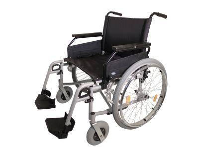 #Rolstoel Rotec XL- Zonder trommelrem Zitbreedte 51 cm Art. nr.: 900100850  De XL rolstoel met veel mogelijkheden  Eenvoudig de armleggers instellen van tafelmodel naar standaard Standaard instelbare zithoogte Beenlengte traploos instelbaar Voetplaten van 0 tot 32 graden in vijf stappen instelbaar Wielstandverlenging is mogelijk Rugleuning is in hoogte verstelbaar Verkrijgbaar in 3 Zitbreedtes: 51, 56, en 61 cm Duwgrepen begeleider zijn in hoogte verstelbaar Dubbel kruisframe Quickrelease…
