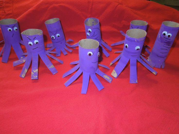 Octopus craft made from recycled paper tubes. Oh, the googly eyes and the different personalities. These make me so happy.