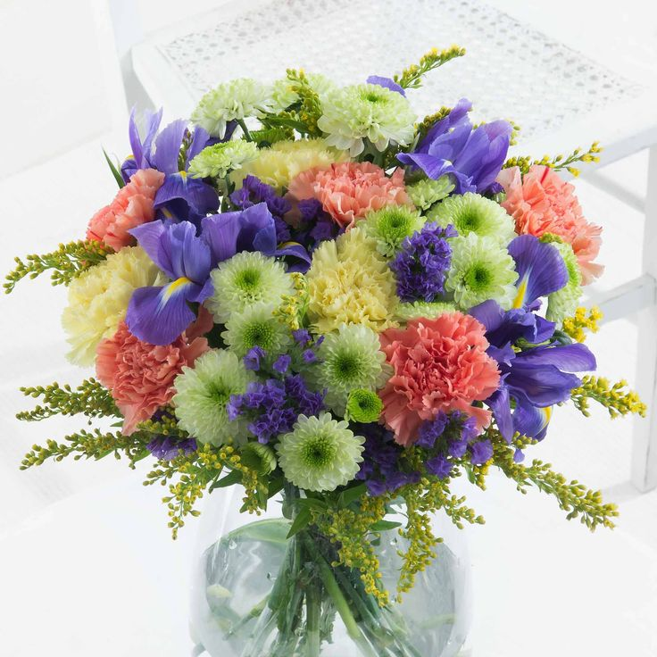 Seaside Celebration - This jovial bouquet reminds us of warm days at the seaside!