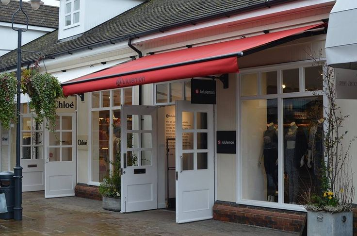 Lululemon celebrated the grand opening of its new location in Bicester on 10th March 2017. The Canadian born retailer full of desire to innovate technical gear and with an appetite to build a community where everyone can live their best life settled at Bicester Village outlet centre. Lululemon occupies a 997-square-metre premise at the retail park.  #Lululemon #Bicester #thelocationgroup #shopopening #storeopening #elocations