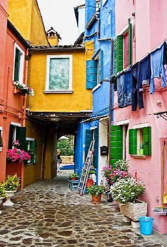 Burano-İtaly. değil de sanki Türkiyede bir kasaba :)))))