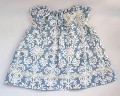 Vestido de niña con el cuello rizado patrón gratis