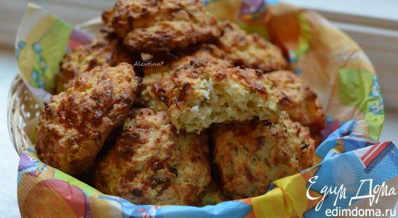 Школьникам и студентам этот вариант булочек понравится. Хрустящие булочки с добавлением сыра Чеддар и Пармезан.  Цукини - 3/4 стакана, не банки.