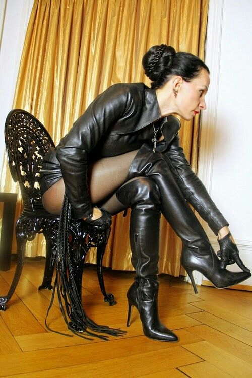 lick-my-leather-and-latex-boots-slave