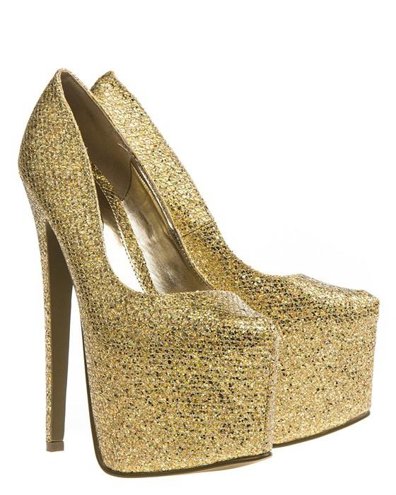Guldglittrande skor med riktigt höga klackar och dold hög platåsula. Dessa skor är de absolut perfekta festskorna.#metallic #highheals #heals #golden #shoes #skor