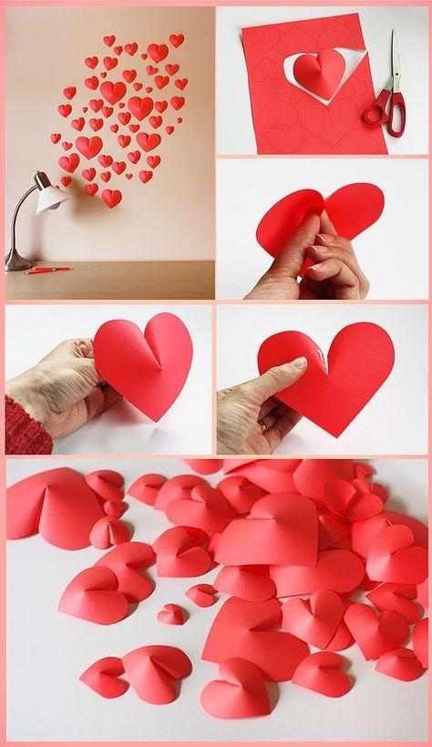Junte papel vermelho e tesoura e faça você mesmo uma linda decoração de corações em 3D para seu quarto ou escritório. Não se preocupe se não sabe desenhar direito, pois disponibilizamos o aqui.