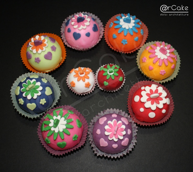 """tavolozza"" cupcakes   http://www.facebook.com/pages/rcake/275124219229785  www.arcake.it"