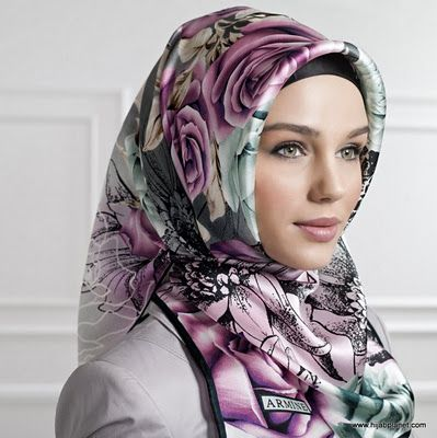 Another amazing hijab. I wonder if these can just as easily be tied at the nape of the neck for a more Jewish look...