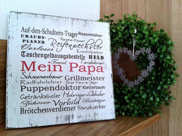 """Wäre dieses weiße Holzschild nicht ein schönes Vatertagsgeschenk? Es wurde gestrichten, beschriftet, anschließend geschliffen und 2mal lackiert. Damit sieht es schon ein bisschen """"gebraucht""""..."""