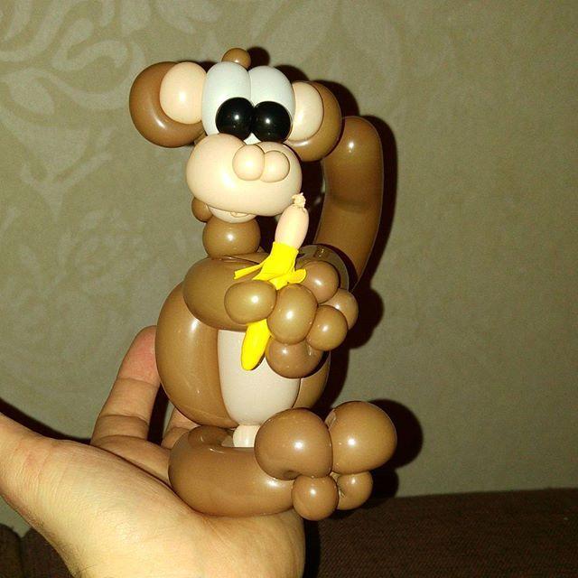 Balloon monkey. #miniature #balloon #balloontwisting #balloonart #purelatex #monkey #banana #justforfun #justforfunballoon #justforfunballoon #oulu #ilmapallokoristelu #ilmapallotaide #ilmapallo #apina #apinattykkääbanaanista #bananasareformonkeys #bananasareformonkeys