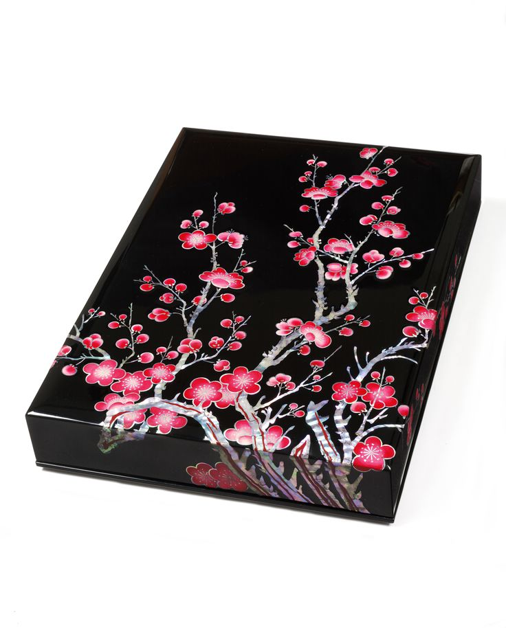 Lacquer box with blossom design, Kwang-Woong Lee, 2014-15, South Korea, museum no. FE.25-2015 | The Victoria and Albert Museum, London. Purchase funded by Samsung