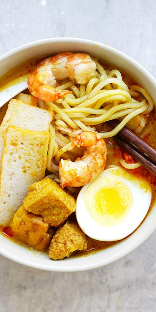 Laksa – Spicy street food noodle dish popular in Malaysia and Singapore. This homemade curry laksa recipe is so easy and delicious | rasamalaysia.com