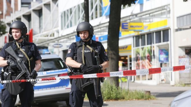 One person has been killed and four others injured in a knife attack in a Hamburg supermarket, German police say.
