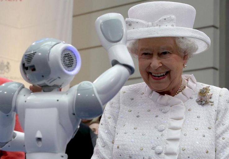 Britain's Queen Elizabeth smiles as a robot waves to her during her visit at the Technical University of Berlin (TU Berlin) in Berlin, Germany June 24, 2015. REUTERS/Michael Sohn/Pool